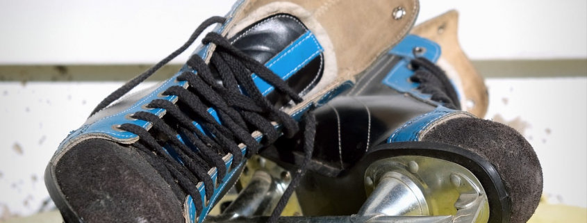skates-ice-hockey-old-ddr-skid