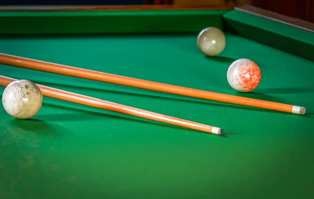 48 Hardwood Bumper Billiard Pool House Cue Stick Set Of 2 2-Piece
